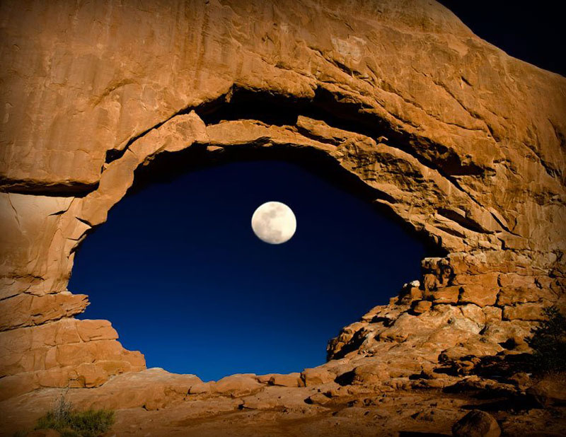eye-moon-north-window-arches-national-park-utah