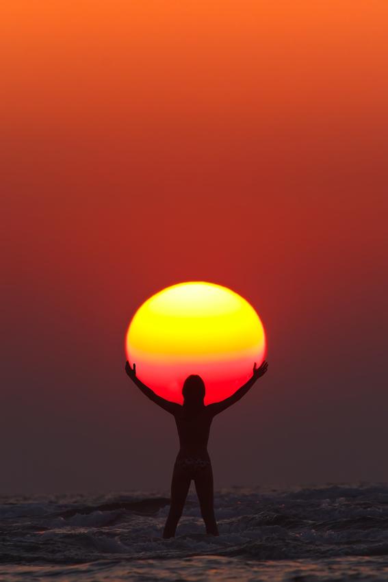 sunset-holdin-the-sun
