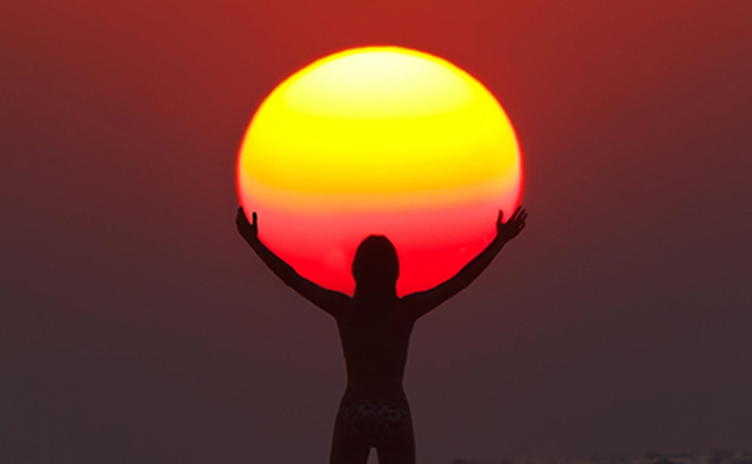 woman_holding the-sun