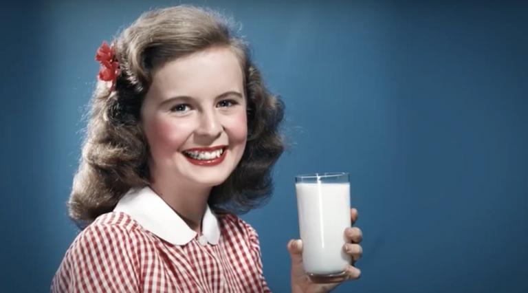 girl_drinking milk