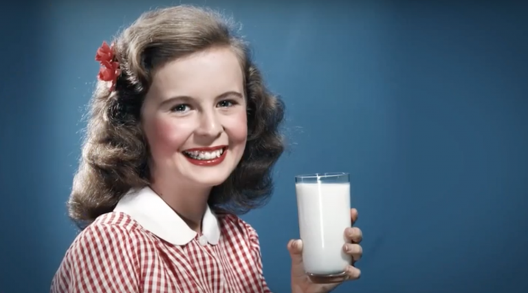 girl_drinking milk