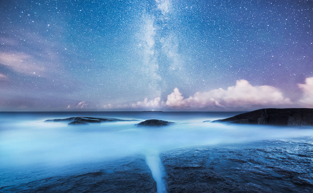 Photographer Captures The Beauty Of Earth In Breathtaking Night Shots thumbnail