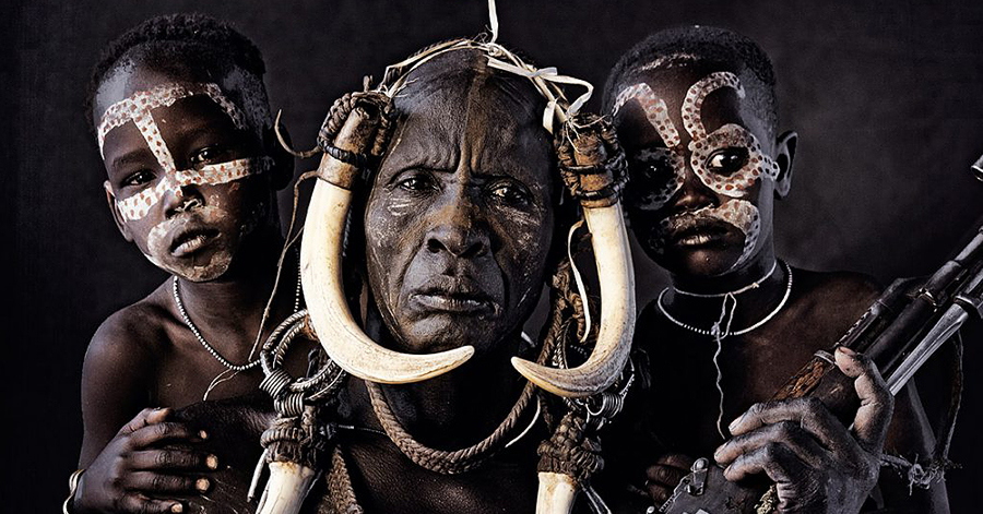 Photographer Depicts The Last Surviving Tribes On Earth In Captivating Images thumbnail