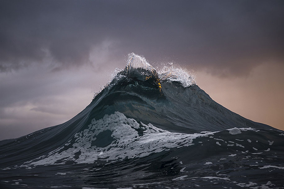 Photographer Captures The Beauty Of Huge Waves That Look Like Majestic Mountain Peaks thumbnail