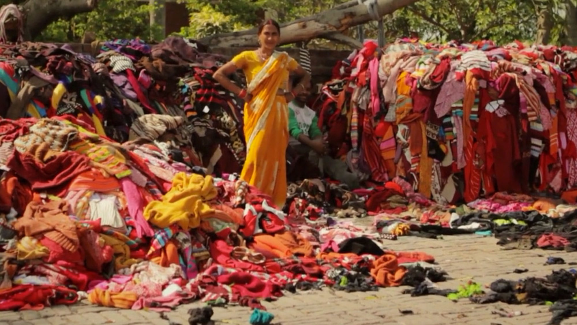Unravel – A Short Film About Indian Garment Recyclers And Their Dreams Of Western Culture thumbnail