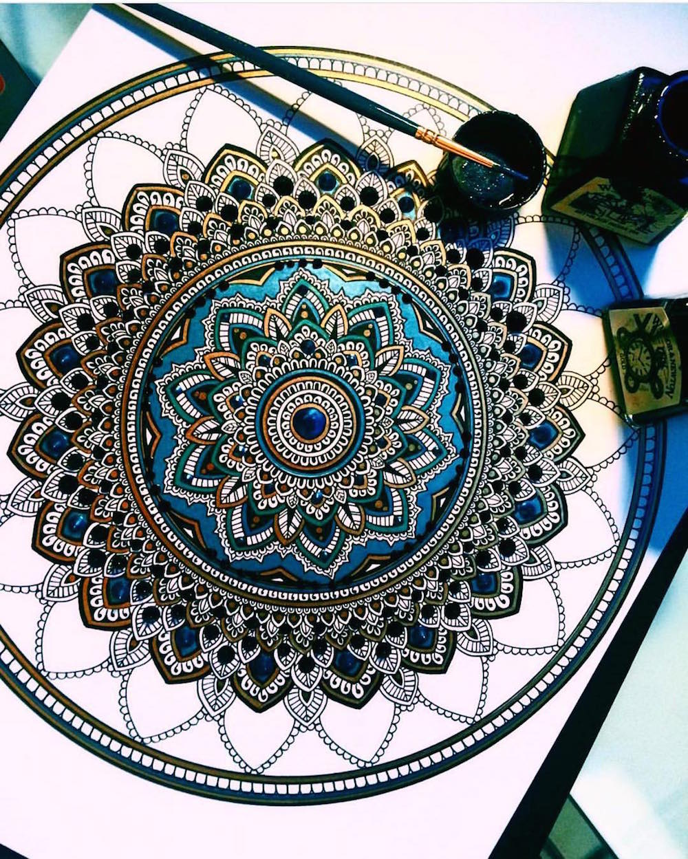 This artist brings hyper complex mandalas to life that look truly majestic - Mandala complexe ...