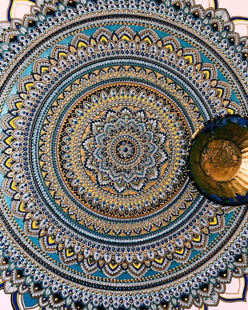 this artist brings hypercomplex mandalas to life that