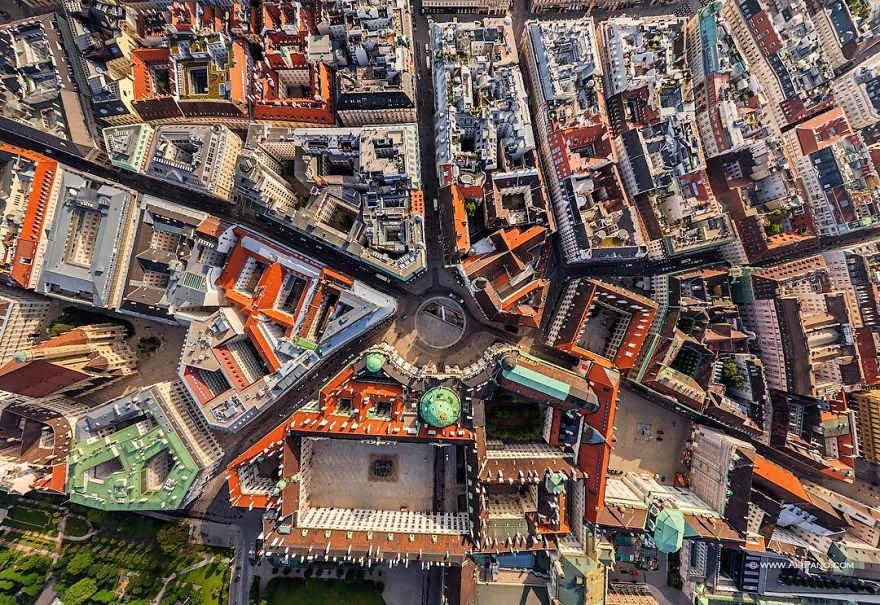 16 spectacular views of cities shot from high above - Calle viana valencia ...