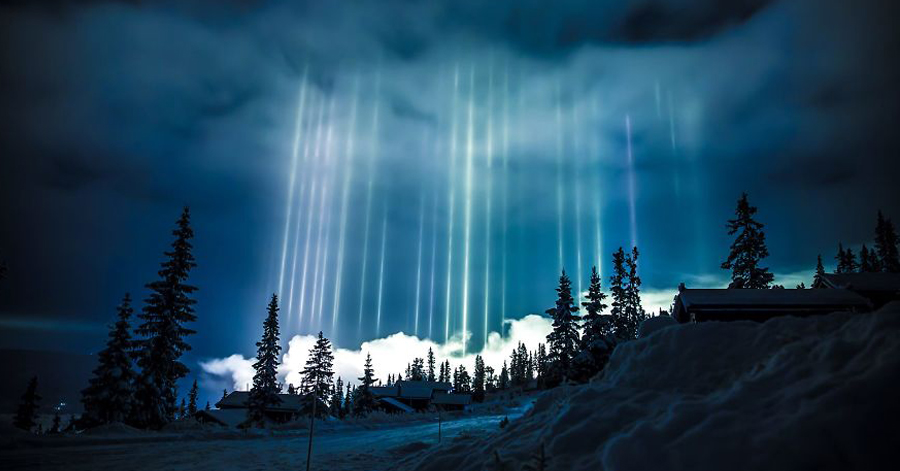 10 Amazing Photos Of Light Pillars – A Magical Masterpiece By Mother Nature Herself thumbnail