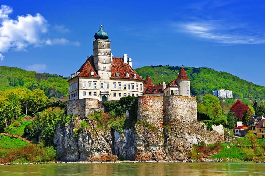 20 Of The Most Magnificent Fairytale Castles From All Over ...
