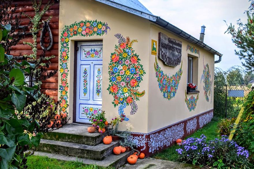 All Houses In This Polish Village Are Covered Beautiful And