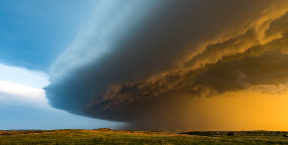 Breathtaking Video Shows The Hauntingly Beautiful Power Of Storms thumbnail